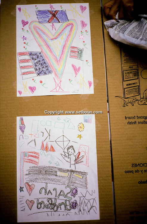 New York . paintings drawings and testimony on memorials around the destroyed world trade center  and in the city, after the attack:  New York  Usa /   dessin, affiches et temoignages sur les memorial autour du world trade center detruit. et dans la ville apres l'attaque,   New York  USa
