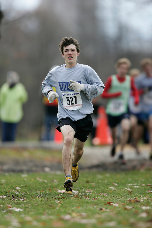 Toronto, Ontario ---16/11/08--- GAVIN SHIELDS runs in the midget boys race at the 2008 OTFA Cross Country Championships in Toronto, Ontario, November 16, 2008. .GEOFF ROBINS Mundo Sport Images