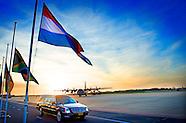 EINDHOVEN - Kisten met stoffelijke resten van slachtoffers van vlucht MH17 worden in rouwwagens gedr
