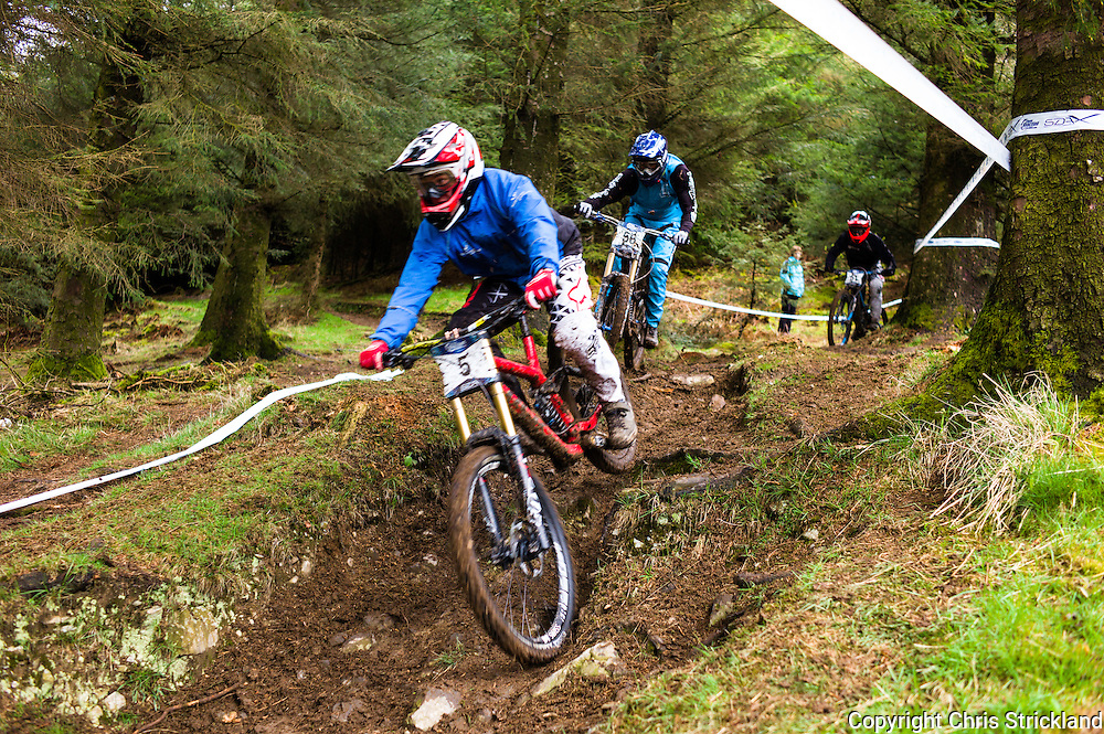 Ae Forest, Dumfries, Scotland, UK. 25th April 2015. Downhill Mountain Biker Fraser McGlone (5) takes on the 7Stanes course at Ae during the Scottish Downhill Association racing.