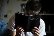 Death Note, un quaderno dai poteri soprannaturali, di un Manga, che dona il potere di uccidere chiunque, semplicemente avendo in mente il viso della persona e scrivendo il suo nome. Un Cult tra gli Hikikomori