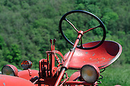 24/05/10 - FARNAY - LOIRE - FRANCE - Tracteur FARMALL de Xavier HORY - Photo Jerome CHABANNE