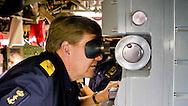 8-10-2014 - Koning Willem-Alexander bezocht gisteren en vandaag vijf Nederlandse marineschepen die deelnemen aan de Koninklijke Marine oefening Northern Archer in de Oostzee. De marineschepen voeren samen met NAVO-partners Estland, Zweden, Polen en Litouwen verschillende oefeningen uit op het gebied van maritieme oorlogsvoering. Van onderzeeboot- en oppervlaktebestrijding tot luchtverdedigingscapaciteiten en operaties met de maritieme NH-90 gevechtshelikopter.  © Koninklijke Marine