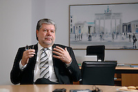 08 JAN 2007, BERLIN/GERMANY:<br /> Kurt Beck, SPD Parteivorsitzender und Ministerpraesident Rheinland-Pfalz, waehrend einem Interview, in seinem Buero, Willy-Brandt-Haus<br /> Kurt Beck, Party Leader of the Social Democratic Party, during an interview, in his office, Willy-Brandt-Haus<br /> IMAGE: 20070108-01-046<br /> KEYWORDS: Ministerpr&auml;sident