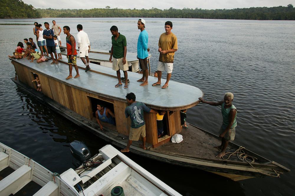 Nov. 29, 2003: Local community members invade the International Madeiras sawmill on Jutai River near Porto de Moz, in Para, Brazil. ©Daniel Beltra