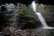 """AUYANTEPUY, VENEZUELA. Vista del cañón del río Yurwan.  El Auyantepuy es el mayor de los tepuis del Parque Nacional Canaima. En sus 700 kms2 alberga el salto angel o conocido por lengua indígena Pemon como """"Kerepacupai Vena; es la caída de agua más grande del mundo con sus 979 metros de altura. (Ramon lepage /Orinoquiaphoto/LatinContent/Getty Images)"""