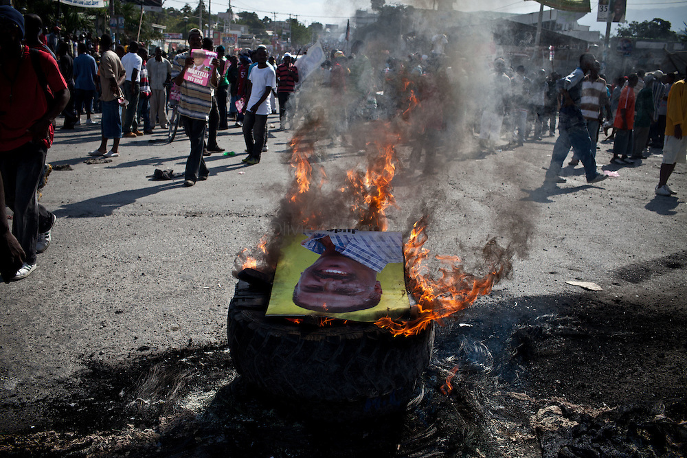 Martelly's supporters demonstrate, in the streets of Port-au-Prince, to protest against the results of the presidential elections and the defeat of their leader, Michel Martelly. /// A portrait of Jude Celestin burns in the streets of Port-au-Prince.