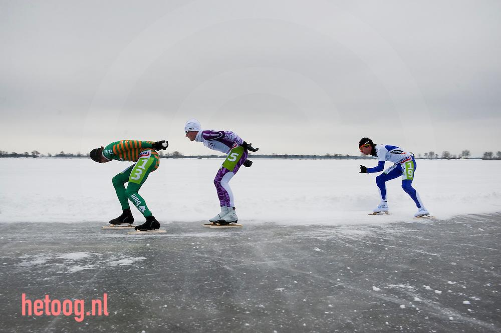 Nederland nederlands kampioenschap natuurijs winnaar Bob de vries gaat voorop belterwiede overijssel 23dec2010