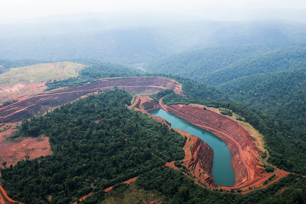 Aug. 21, 2005. Serra Dos Carajas, Brazil. Open-air iron mining operations by the compay Vale Do Rio Dolce.