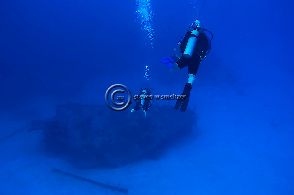 Descent to the bow, Oro Verde, Shipwreck, Grand Cayman