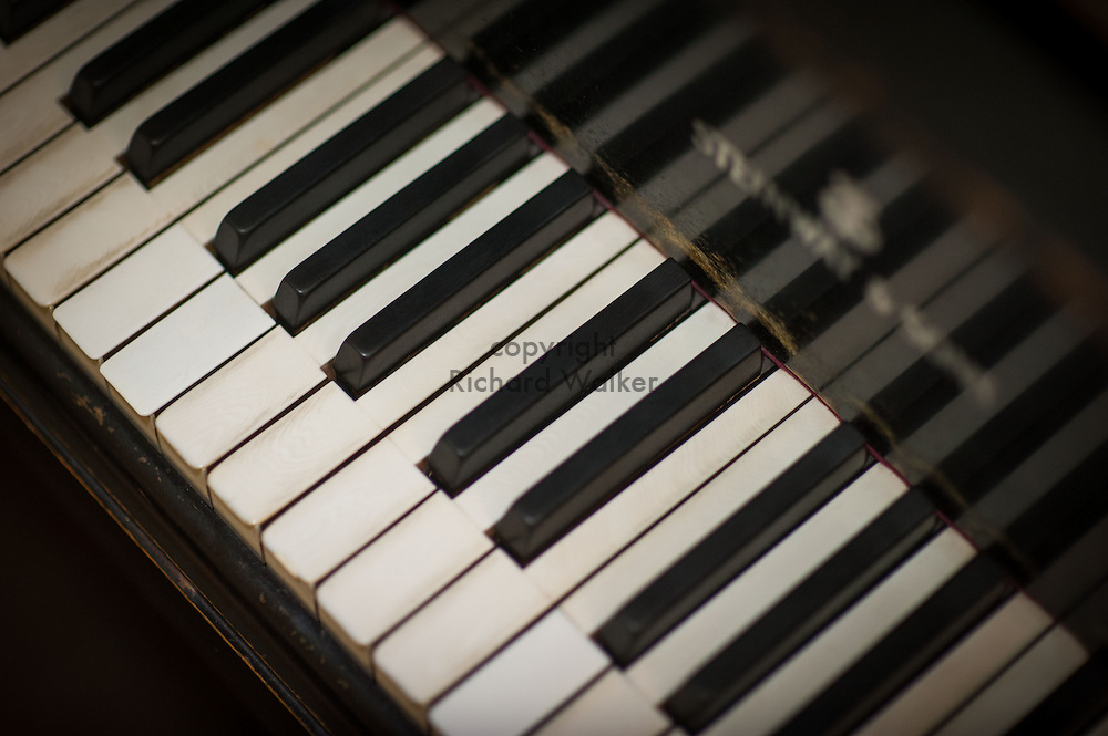 2015 August 15 - Piano keyboard with black and white keys, Seattle, WA, USA. By Richard Walker