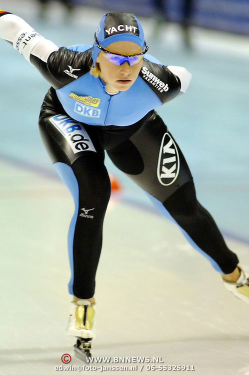 NLD/Heerenveen/20061112 - Essent ISU Wereldbeker Speed Skating, 3000 mtr ladies, Lucille Opitz