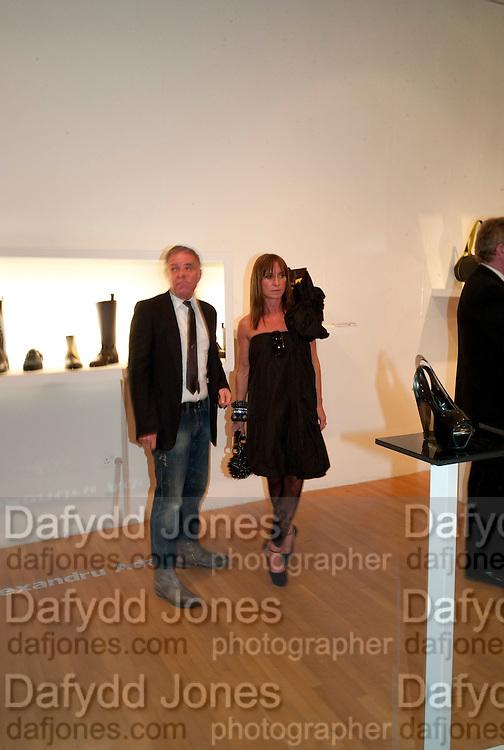 PROF. PETER SIDELL; MEG MATTHEWS, The Royal College of Art Fashion Gala. Kensington Gore. London. 11 June 2009.