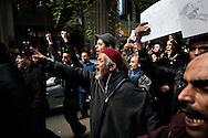 TUNISI. CITTADINI IN CORTEO NELLE STRADE DI TUNISI MANIFESTANO CONTRO LA PRESENZA NEL NUVO GOVERNO DI POLITICI APPARTENENTI AL PARTITO RCD DELL'EX PRESIDETE DITTATORE BEN ALI;