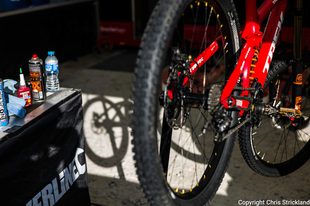 Nevis Range, Fort William, Scotland, UK. 4th June 2016. Atherton racing and Trek Factory Team Downhill in the pits. The worlds leading mountain bikers descend on Fort William for the UCI World Cup on Nevis Range.