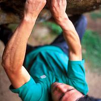 Boulder climbing in Targassone