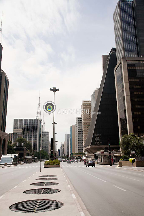 Avenida Paulista na cidade de Sao Paulo / Paulista Avenue, Sao Paul city, Brazil.