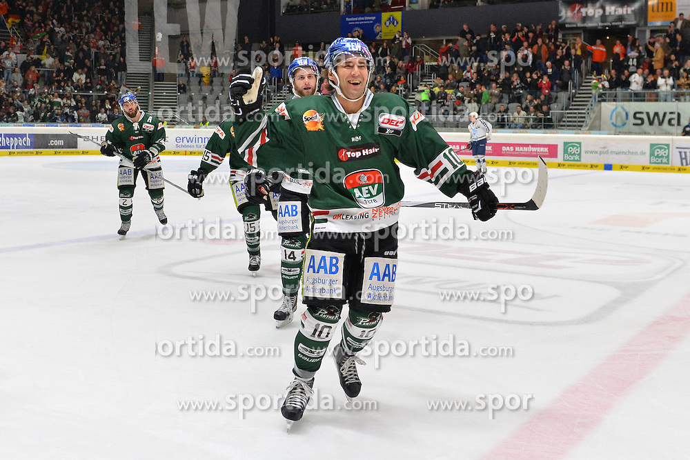 02.10.2015, Curt Frenzel Stadium, Augsburg, GER, DEL, Augsburger Panther vs Hamburg Freezers, 7. Runde, im Bild Jon Matsumoto #10 (Augsburger Panther) jubelt<br />