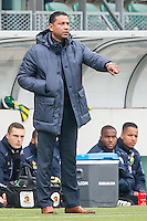DEN HAAG - ADO Den Haag - De Graafschap , Voetbal , Eredivisie, Seizoen 2015/2016 , Kyocera stadion , 18-10-2015 , ADO Den Haag coach Henk Fraser coachend langs de lijn