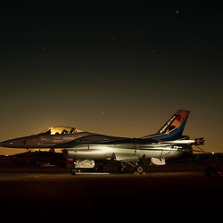 Participation du  Capitaine Renaud &quot;Grat&quot; Thys et de son F-16 Solo Display de l'&eacute;quipe de d&eacute;monstration de l'arm&eacute;e belge &agrave; l'anniversaire des 60 ans de la Patrouille de France.<br /> Mai 2013 / Salon de Provence / Bouches du Rh&ocirc;ne(13) / FRANCE