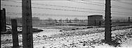 Di molte baracche non resta che la stufa, unico pezzo in muratura di una struttura completamente in legno