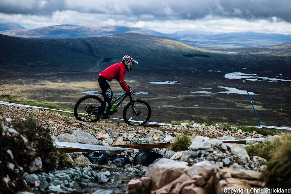 Glencoe Mountain Resort, Glencoe, Scottish Highlands, UK. 28th May 2016. Downhill mountain bikers compete in the Scottish Downhill Association round at Glencoe amongst some of the finest scenery in the British Isles during Bank Holiday weekend.