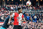 ROTTERDAM - Feyenoord - PSV , Voetbal , Eredivisie , Seizoen 2016/2017 , De Kuip , 26-02-2017 ,  Feyenoord speler Terence Kongolo kopt de bal weg voor PSV speler Luuk de Jong (l)