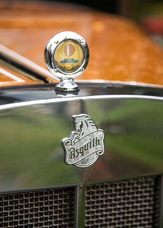 The front grille and badge of an Asquith vintage car.