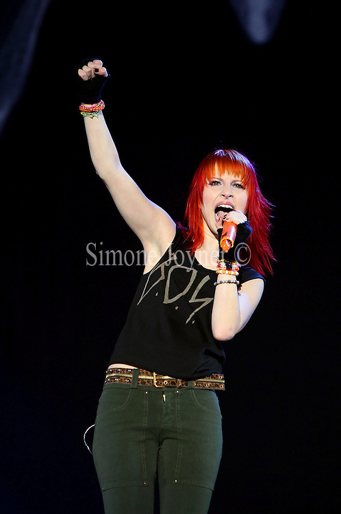 Hayley Williams of Paramore performs live on the Main stage during the third and final day of Reading Festival on August 29, 2010 in Reading, England.  (Photo by Simone Joyner)