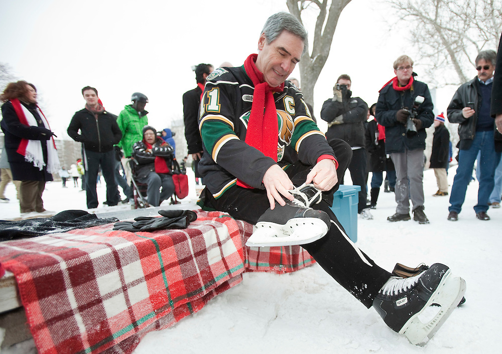 Liberal Leader Michael Ignatieff ties up his skates in Victoria Park in London, Ontario January 16, 2011, during a stop on his cross Canada tour.<br /> REUTERS/Geoff Robins