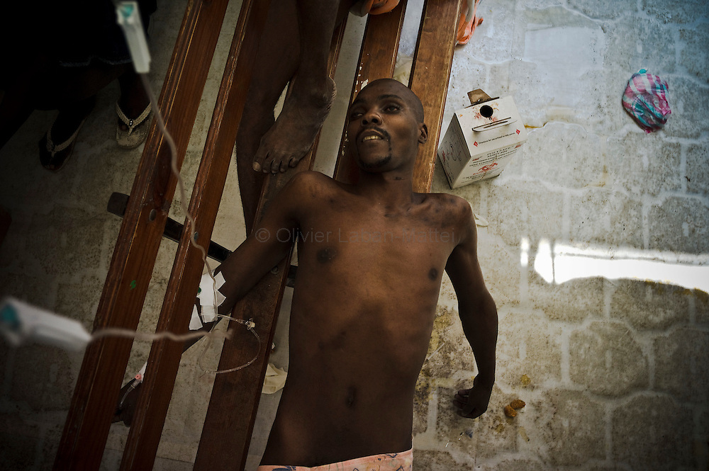 Cholera epidemic, spreading to Haiti last month, finds its source in the Artibonite region, fed by the river of the same name. A prisoner of the penitentiary of St. Mark, affected by cholera, receives emergency treatment in hospital of Saint-Marc, 15 November 2010.