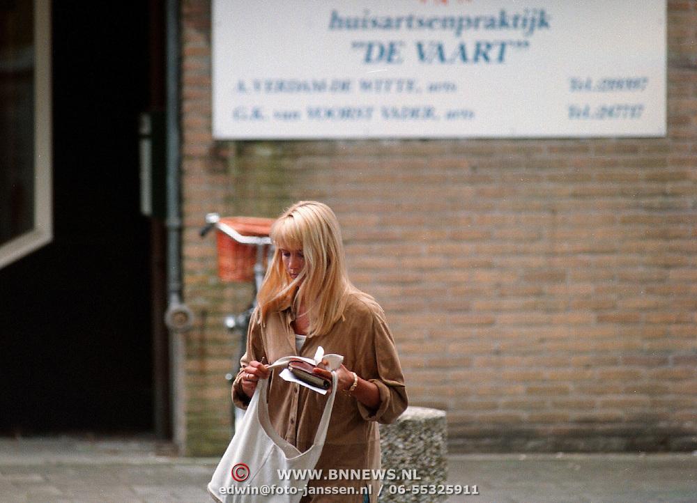 Linda de Mol na haar scheiding bij haptonoom in Hilversum