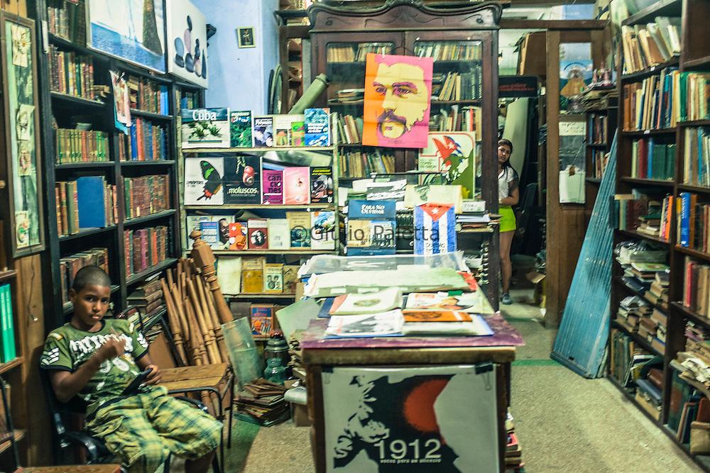 Un negozio del centro storico dell'Havana, specializzato sui temi della Rivoluzione