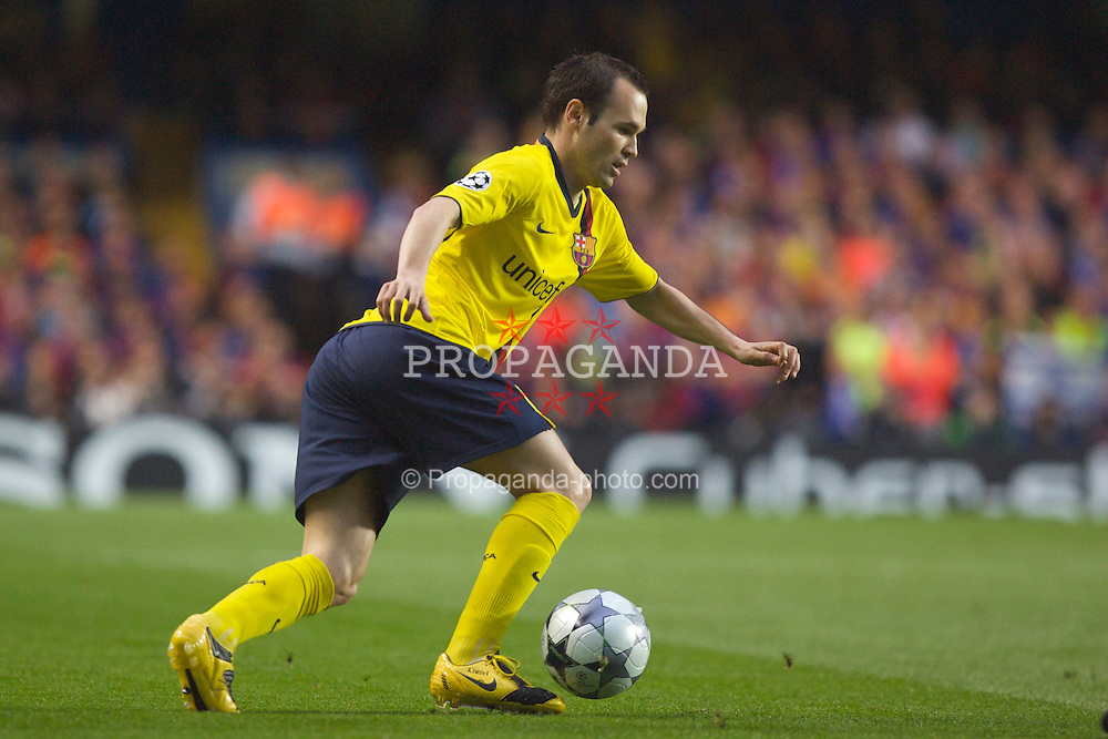 LONDON, ENGLAND - Wednesday, May 6, 2009: Barcelona's Andres Iniesta in action against Chelsea during the UEFA Champions League Semi-Final 2nd Leg match at Stamford Bridge. (Photo by Carlo Baroncini/Propaganda)
