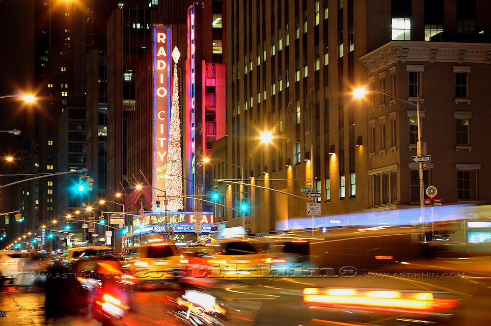 Christmas Radio City Musical Hall, 6 Ave., Manhattan, New York USA.