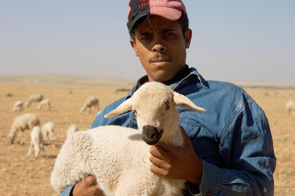 Shepherd holding lamb, Morocco | Johnny Greig - Photographer: johnnygreig.photoshelter.com/image/i0000jszkegjgx.w