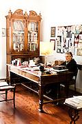 Palermo 2010 - Casa editrice Enzo Sellerio, Studio. Enzo Sellerio a lavoro.