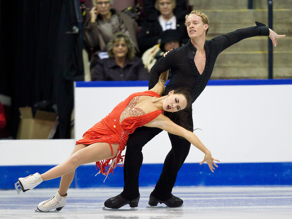 GJR365 -20111028- Mississauga, Ontario,Canada-  Madison Chock  and  Evan Bates of The United States skate their short program at Skate Canada International, in Mississauga Ontario, October 28, 2011.<br /> AFP PHOTO/Geoff Robins