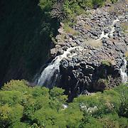 En época de lluvias las cascadas son frecuentes en la región del río San Pedro Mezquital, donde el agua fluye libre desde la sierra.