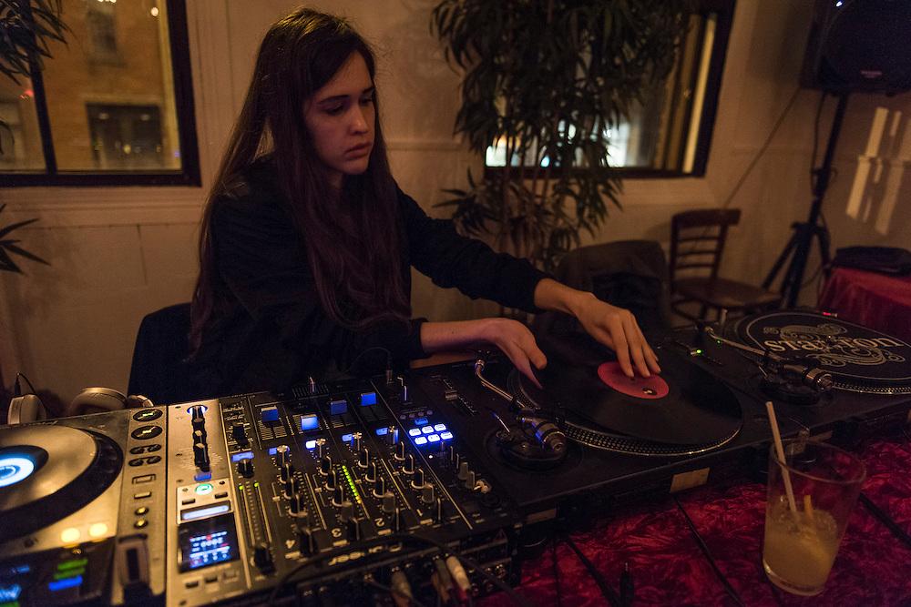 DJ MARIE DAVIDSON<br /> QUARTIER G&Eacute;N&Eacute;RAL.