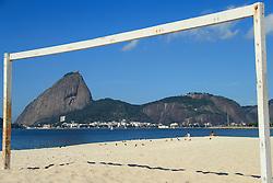 Rio de Janeiro, RJ, Brasil. 2012. Pao de Acucar visto atraves de uma trave de futebol. / Sugarloaf seen through a goalpost.