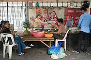 The staff of a street restaurante prepare food, in Phnom Penh, Cambodia. PHOTO TIAGO MIRANDA