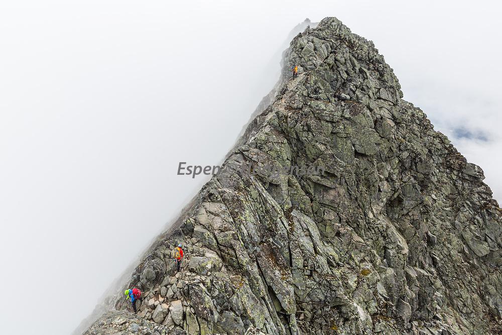 Climbing Austabotntind