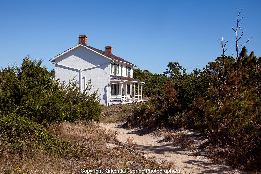NC00864-00...NORTH CAROLINA - Lighthouse keepers house at Cape Lookout National Seashore on the South Core Banks.