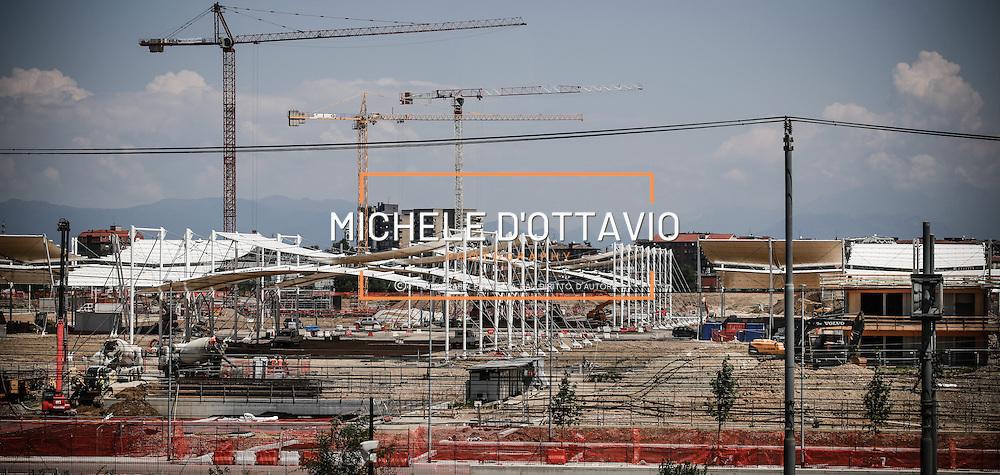 Cantiere e lavori nel sito dove sorger&agrave; Expo Milano 2015.<br /> Fotografia del 19 giugno 2014