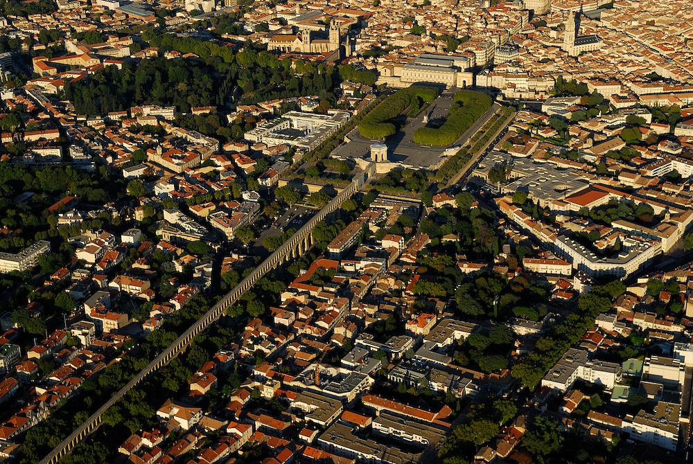 France, Languedoc Roussillon, Hérault, Montpellier, aqueduc St. Clément, le Peyrou, vue aérienne