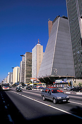 Sao Paulo, Sao Paulo, Brasil. 06/1997..Avenida Paulista com o edificio da FIESP (Federacao das Industrias do Estado de Sao Paulo) a direita./ Paulista Avenue with the FIESP (Federacao das Industrias do Estado de Sao Paulo) building on the right..Foto © Marcos Issa/Argosfoto