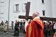 25 mars 2016: Monseigneur Lalanne évêque de Pontoise pendant le chemin de croix à argenteuil. Argenteuil, 95. France.