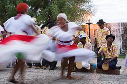 Sao Luis, MA, Brasil    16/Jun/2006.Tambor de Crioula  - Grupo Mara Crioula. Tradicao de origem africana, danca sensual praticada por mulheres que evoluem em torno de 3 tipos de tambores. Grupos se apresentam nos festejos juninos, embora nao exclusivamente  / Tambor da Crioula: Afro-Brazilian dance in which gaily glad women court a row of drums. Whirling and gyrating in time to the music they negotiate for prime position in the centre of the drums..Foto Marcos Issa/Argosfoto