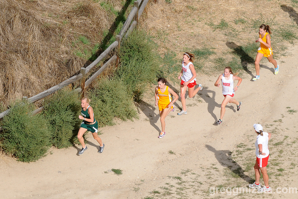 Boise coach Cathy Olson watches the lead pack (L to R: Liz Branden, Cheryn Trapp, Michelle Hickerson, Kate Jamboretz, and Alyssa Faulks) during the 2009 Camelsback Classic at Boise, ID on August 28, 2009. Jamboretz would win the race in 20:12.9.